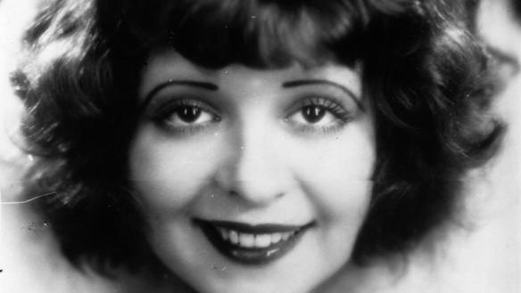 circa 1926:  Portrait of American actress Clara Bow, the 'It' girl.  (Photo by Hulton Archive/Getty Images)